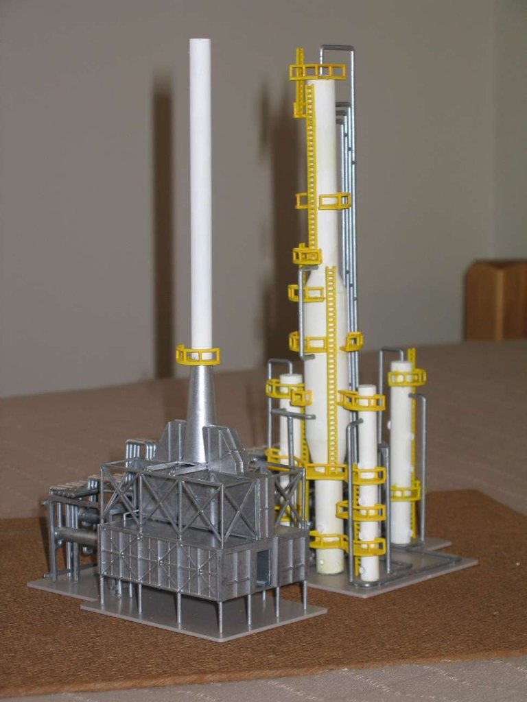 "Walthers Cornerstone ""North Island Refinery"" kit"