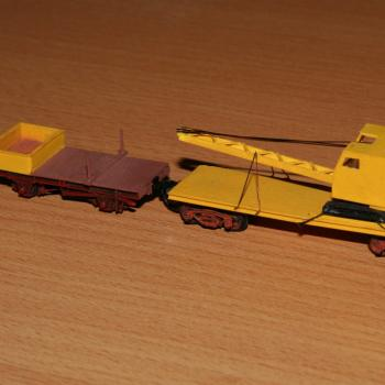 QD dragline crane wagon, coupled up to a KR rail flat used as a safety wagon